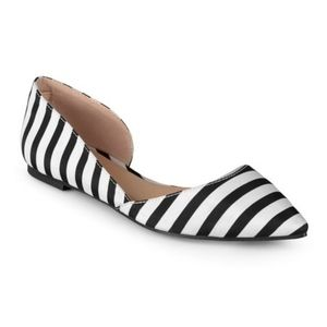 Journee Collection flat pointy toe size 11